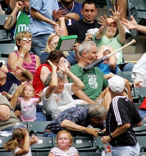 Kumpulan Foto-foto Lucu - Tongkat baseball