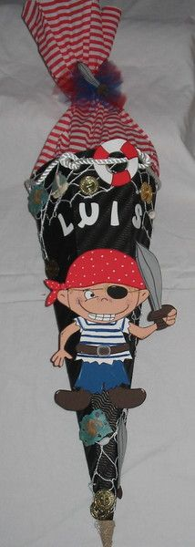Biete hier eine Schultüte für kleine Piraten oder welche die es werden wollen. Der Name ist veränderbar. Die Schultüte ist in Handarbeit hergestell...