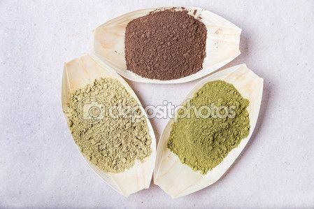 Ciotole di hennè in tre colori in bambù — Foto Stock © massimilianoranauro #70439131
