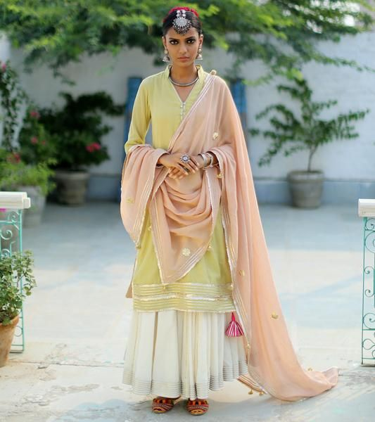 Kharakapas Festive'16 is an exclusive collection of lehengas, shararas, gowns and anarkalis in cotton and mulmul for women, for a unique style statement.