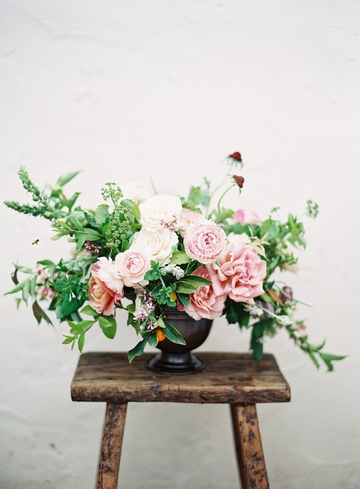 Roses, ranunculus, and greens. Via Tingefloral