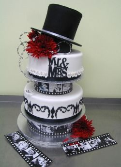 Old Hollywood Wedding Cake. Be perfect as part of a movie star theme with a red carpet reception www.together-4ever.co.uk