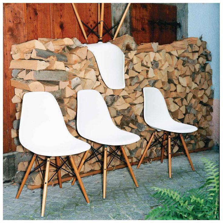 #Eames #Plastic #Chair. Do we need to say more? Deze prachtige #design #iconen mogen in ieder interieur, van klassiek tot strak modern.  #MisterDesign