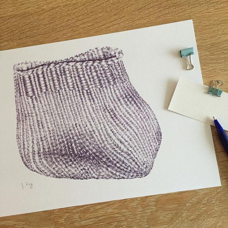 Draußen wird es kalt und dieser Wintermütze-Kunstdruck sucht ein neues Zuhause. Ab sofort biete ich bis Weihnachten kostenlosen internationalen Versand für alle meine Kunst- und Fotodrucke an. Finden Sie meinen Shop-Link in meiner Bio ❄️. . . #draw #drawing #winterhat #ballpointpenart #ballpointpen #illustration #artprint #artforsale #freeshipping #sketchbook #winter #etsy #etsysartist #etsyart #zeichnen #kugelschreiber #kugelschreiberzeichnung #winter # wintermütze #kunstwerk #kun