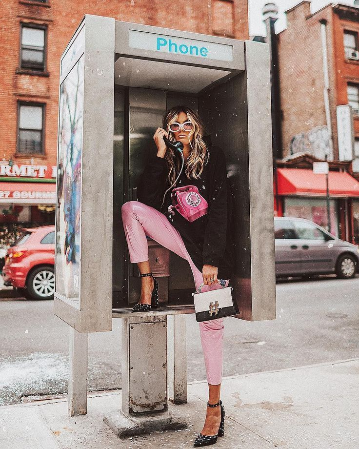 Why Editorial Fashion Photography is Such a Great Thing – Designer Fashion Tips Fashion Photography Poses, Fashion Photography Inspiration, Fashion Poses, Photoshoot Inspiration, Street Photography, Urban Street Fashion Photography, Street Fashion Photoshoot, Photography Classes, Photography Equipment