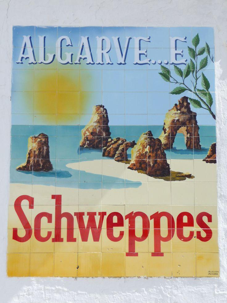 "São Brás de Alportel | Painel publicitário / Advertising panel ""Algarve é Schweppes"" | Fábrica / Factory Aleluia, Aveiro | 1925-1965 [© Adolfo Palma] #Azulejo #AzulejoDoMês #AzulejoOfTheMonth #Água #Water #SãoBrásAlportel #Algarve"