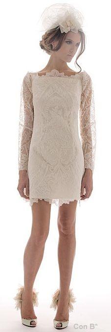 Vestido corto de encaje de novia