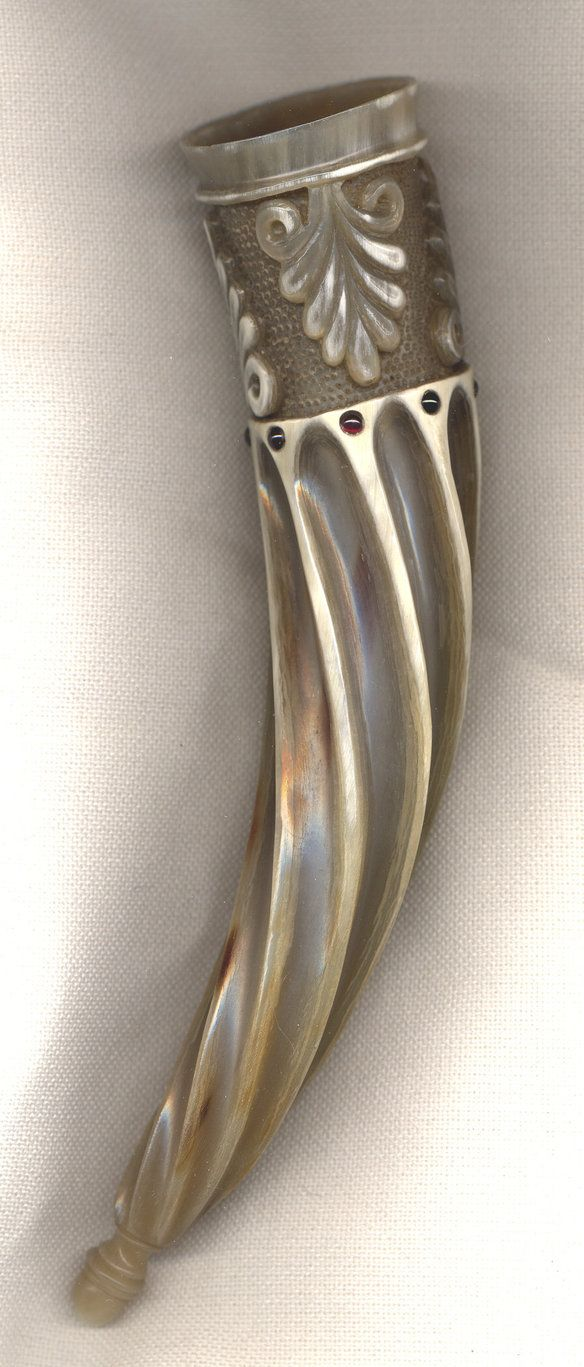 Acanthusleaf Horn by Bonecarverpm (deviantART) - drinking horn based on a greco-roman motif