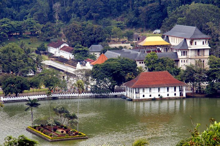 Kandy and the Temple of the Sacred Tooth Relic