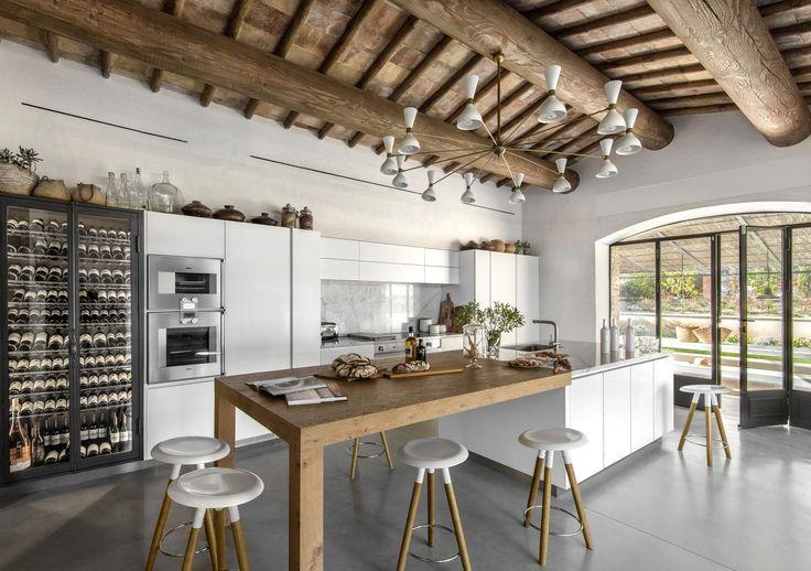 Cuisine harmonieuse et contemporaine pour cette rénovation sur mesure.