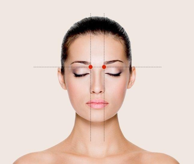 Masáž tejto oblasti pomôže pri bolesti pri nádche, redukuje výtok z nosa. Stačí na ňu jednu minútu tlačiť alebo masírovať krúživými pohybmi.