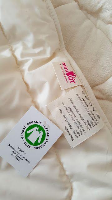 babyknopfauge: Große Decke für kleine Leute *Große Decke für kleine Leute*  Unter 50 Testfamilien darf zum Glück, auch unsere Knopfaugenfamilie, das neue minibär Ganzjahressteppbett testen... Danke!  https://babyknopfauge.blogspot.de/2016/11/groe-decke-fur-kleine-leute.html  #Baumwollbettdecke #Baumwolle #Baumwollsteppbett #Ganzjahressteppbett #Minibär #MinibärTestfamilie #Produkttest #Schlafklima #Testfamilie #Traumina #Umweltversand #Waschbär #WaschbärUmweltversand