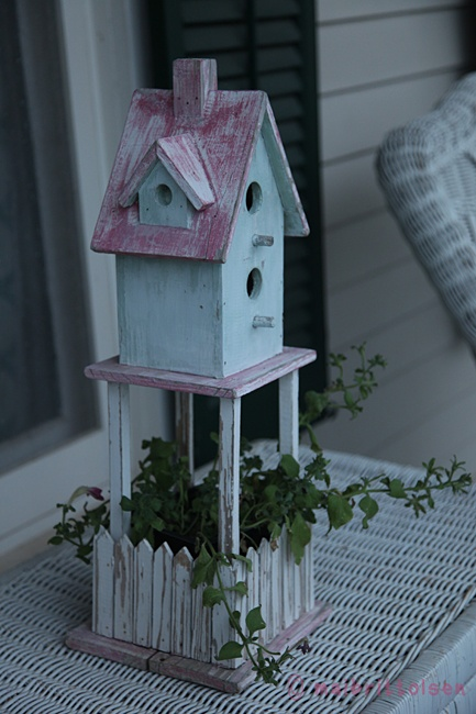 { chabby chic for birds... }