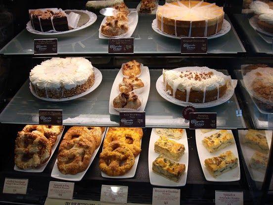 ~Cheesecake Factory(チーズケーキファクトリー)~ 開店前でも、行列が出来るほどの人気っぷり。 いつも店内は混雑していますが、絶対はずせないお店の一つです。  店舗詳細:http://www.travelbook.co.jp/place/3131/