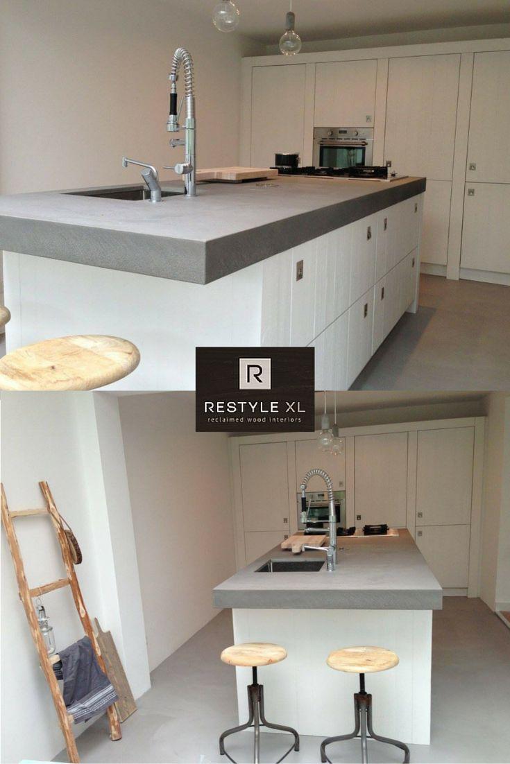 Wij plaatsen ze nog steeds, onze wit sloophouten keukens. Dit is een hele moderne met een dik betonnen werkblad. Een mooi exemplaar. Oordeel zelf!#restylexl#sloophout #wit #witte #keukens #keuken #oudhout #hout #houten