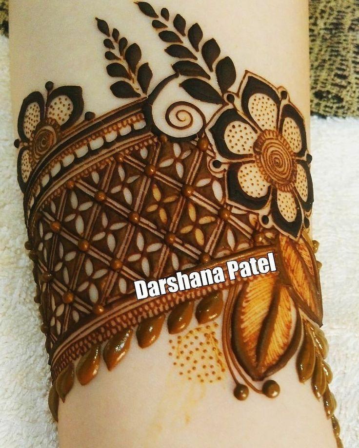 detailed netting // by @darshana_mehndi . . . . . . . . #henna #mehndi #whitehenna #wakeupandmakeup #zentangle #boho #monakattan #flowers #hennadesign #tattoo #girlyhenna #art #inspo #hennainspo #hennaart #photooftheday #mendhi #hennaartist #hennatattoo #naturalhenna #bridalhenna #7enna #doodle #art #mandala #beauty #love #feather