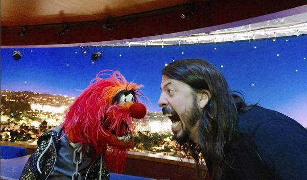 Ok, this is serious business. Dave Grohl and Animal have a drum battle... - VIDEO - http://holesinthefoam.us/ok-this-is-serious-business-dave-grohl-and-animal-in-a-drum-off-video/
