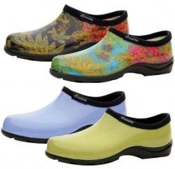 Are you looking for practical but fun-to-wear women's gardening shoes or rain boots? You'll find recommendations here for easy-care footwear for...