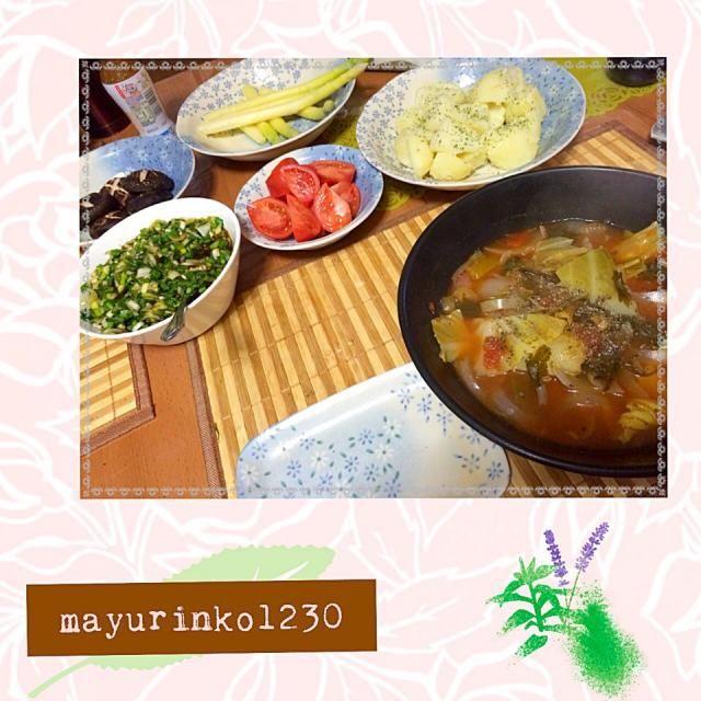 *野菜スープ *芋の塩煮 *フルーツトマト *茹でホワイトアスパラ *葱韮タレ *原木椎茸のマジソルグリル  スープと野菜の2日目。 すごく美味しく食べていて 制限されてるストレスが無いです! 主人と一緒にやっているからかな? でも、スープの消費がハンパなく 毎日大きな鍋に作っている状態。 3日目の今日はスープと野菜と果物。 楽しんで続けま〜す☆ - 23件のもぐもぐ - 野菜スープ生活☆2日目 by mayurinko1230