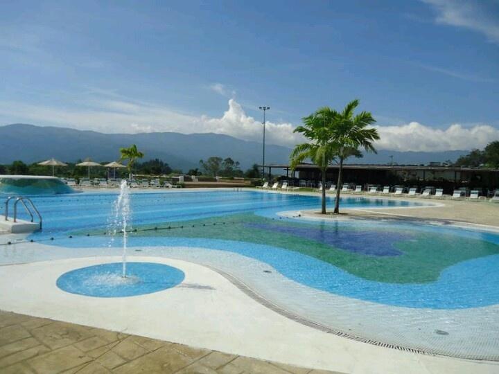 La piscina en guataparo country club valencia venezuela for Piscina climatizada valencia