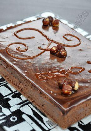 ENTREMETS CHOCO / PRALINE / NOISETTES (Biscuit cacao : 2 x 20 g de sucre, 2 œufs, 2 blanc d'œuf, 60 g de poudre d'amandes, 10 g de cacao amer, 30 g de beurre, 40 g de farine) (CROUSTILLANT NOISETTES : 60 g de noisettes, 100 g de chocolat blanc, 45 g de gavottes (choco lait) (CREMEUX PRALINE : 250 g de crème, 4 jaunes d'œufs, 100 g de praliné, 2 c à c de sucre, 2 feuilles de gélatine) (MOUSSE CHOCO : 150 g de chocolat, 300 g de crème, 1,5 feuilles de gélatine)