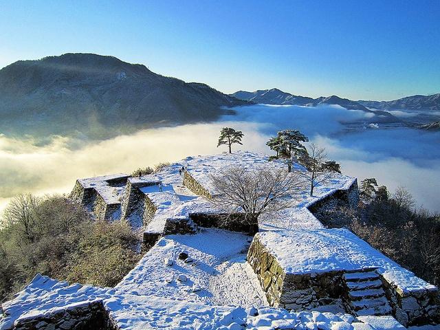 雪の竹田城址と雲海 (Takeda Castle Site in winter)