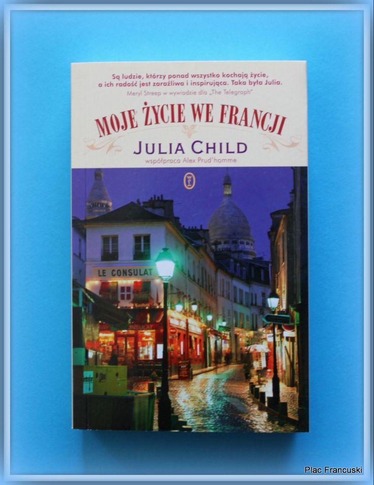 Książka dla Ciebie i na prezent - Moje życie we Francji w księgarni PLAC FRANCUSKI. Chyba każdy fan kuchni francuskiej zna wysoką i szeroko uśmiechniętą Panią , która z wrodzonym wdziękiem zdradzała największe sekrety kuchni francuskiej. Julia Child i jej całe życie na prawie 500 stronach książki. Radość życia i pozytywne nastawienie do całego świata towarzyszy bez przerwy w czasie lektury. A czyta się oczywiście jednym tchem. Zarwana noc na lekturę murowana.