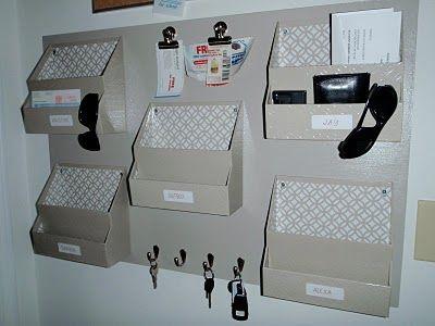 Lindo organizador para casa! Esse eu vou ter que fazer para organizar a minha casa e não deixar nada sobre a mesa.... Aff....