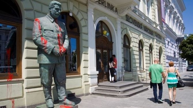 Stalin statue vandalised (in front of the Slovak national gallery)