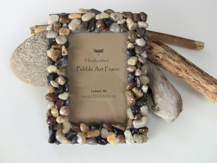 Beach stone picture frame river rock photo frame for River rock craft ideas