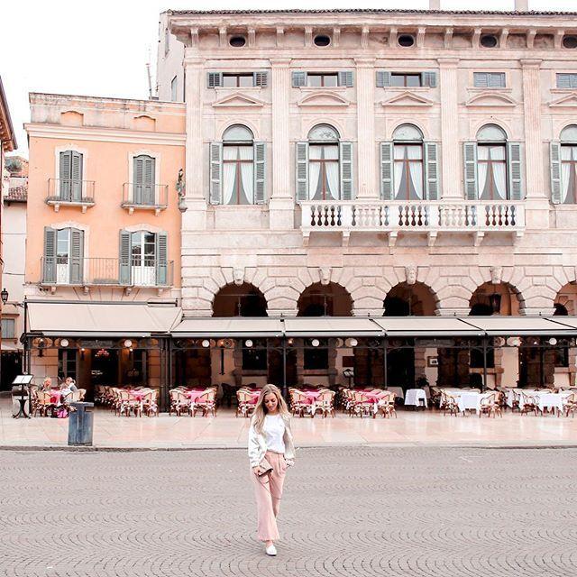 La Dolce Vita  what else? #italian_trips [more is online now!] #mondaymorning #arenadiverona #23ttravels . . . . #cnntravel #topitalyphoto #topeuropephoto #europe_gallery #wearetravelgirls #finduslost #aggietribe #dametraveler #sheisnotlost #thetravelwomen