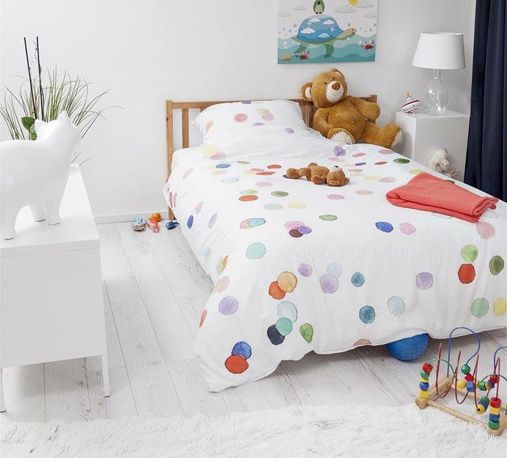 Komplet pościeli z nadrukiem kolorowych kropek ożywi każdy dziecięcy pokój i umili zasypianie. Pościel wykonana z 100% wysokogatunkowej bawełny o satynowym splocie.