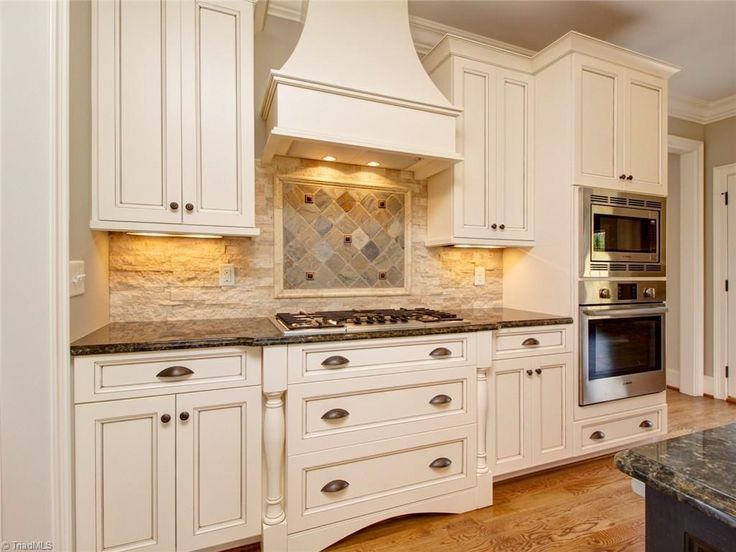 traditional kitchen cabinets 19 best kitchen cabinet colors images on 27284