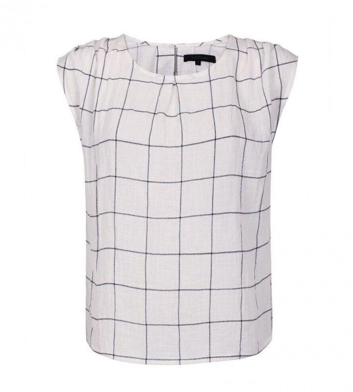 Hilma blouse gebroken wit - Deze leuke top is van het merk Soft Rebels. De kleur is gebroken wit met een zwarte ruitprint. De top heeft een ronde hals, is licht doorschijnend en heeft een geplooid detail op de schouders.
