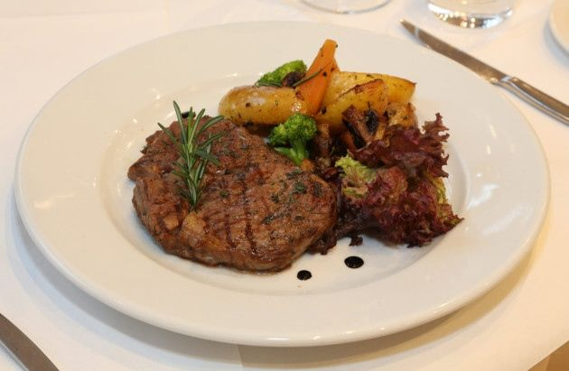 #CheshireLife Women in Business Luncheon, #DonGiovanni's, #Manchester. 10oz Bistecca al Pepe- grilled #sirloin topped with a crushed peppercorn sauce, served with mixed #vegetables. #Main #Steak