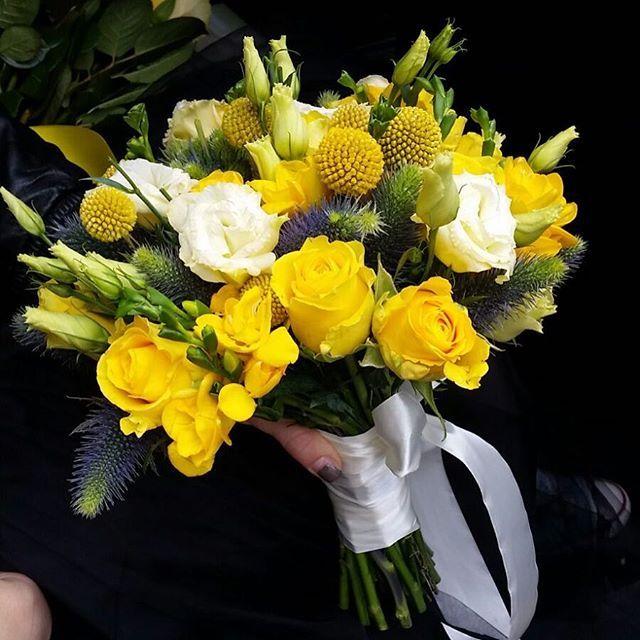 Cand afara ploua, noi aducem Soarele prin flori! Coloreaza-ti toamna cu un buchet galben, precum soarele unei dimineti de vara! #atelierdual #floribucuresti #lesgarconscreateurs #buchetedemireasa #flowersbucharest #weddings #dualweddings #nuntibucurestu