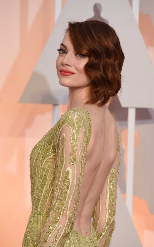 Shoulder bobs Margot Robbie's lob (a.k.a long bob) is characterised by super straight lengths and a deep side party. Tease at the crown to give hair height.