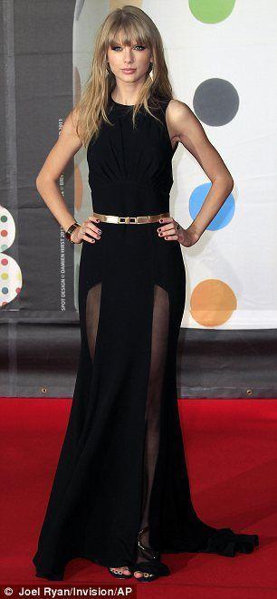 Quieres lucir como la hermosa Taylor Swift en este sexy y elegante vestido negro? haz click en el tag y chequea las opciones..te sorprenderan los precios!! by Sofia vielma