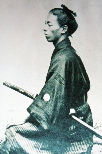 田中光顕~政界引退後は困窮していた武市半平太の遺族の庇護など、維新烈士の顕彰に尽力している。1939年3月28日満95歳で没した。