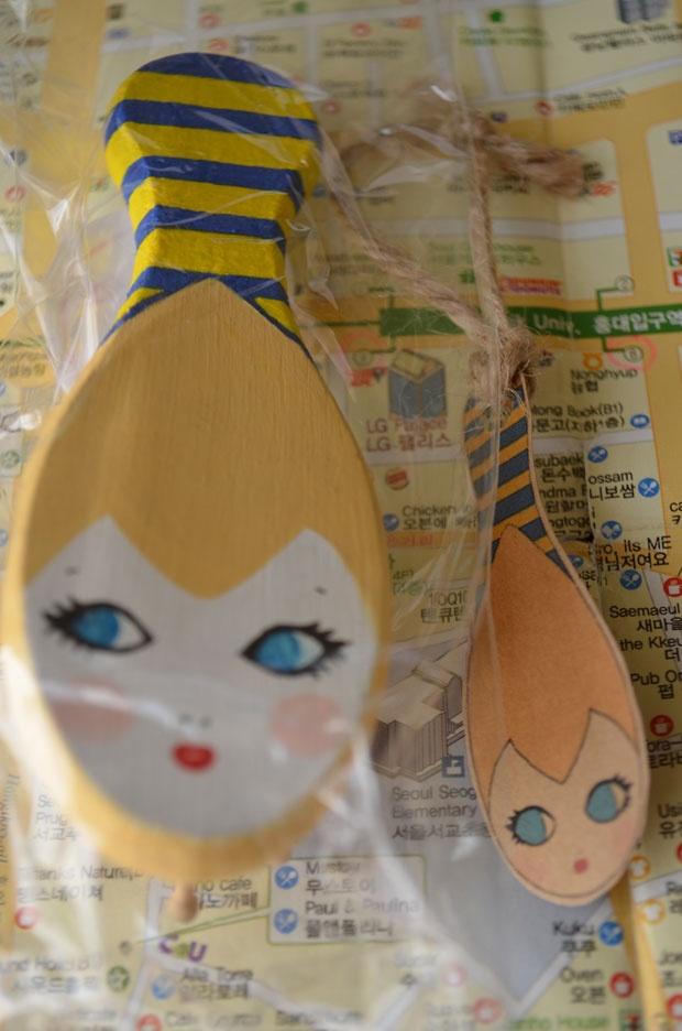 Hand-painted illustrated hairbrush - Korea