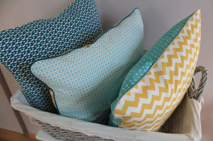 Ensemble de 3 housses de coussin esprit scandinave, tons pastel bleu aqua, bleu canard, moutarde et blanc : Textiles et tapis par made-in-chez-nous
