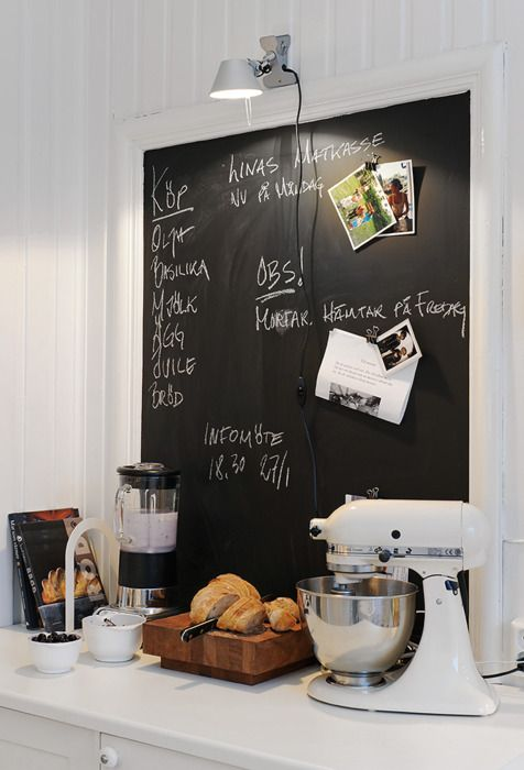 Inspiration - Kitchen chalkboard idea