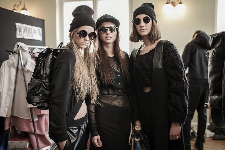 Kas Kryst to jedno z najświeższych nazwisk na polskim rynku mody. Studentka Międzynarodowej Szkoły Kostiumografii i Projektowania Ubioru zabłysnęła ostatnio świetnym debiutem podczas łódzkiego Fashion Week'a. Na naszym blogu odpowiada na kilka pytań! http://soperlage.com/wywiad-kas-kryst/