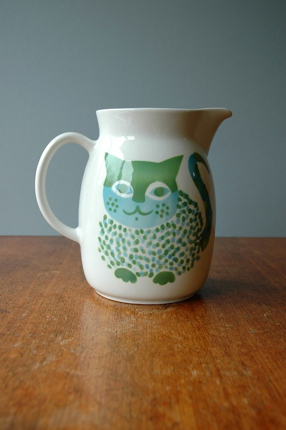 Arabia of Finland Vintage pitcher. I want this!!!