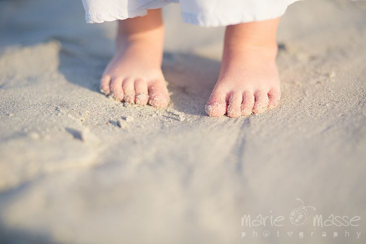 Toddler Photography | Beach Photography | Toddler Toes | Michigan Lifestyle Photographer www.mariemassephotography.net www.kendallsworld.com