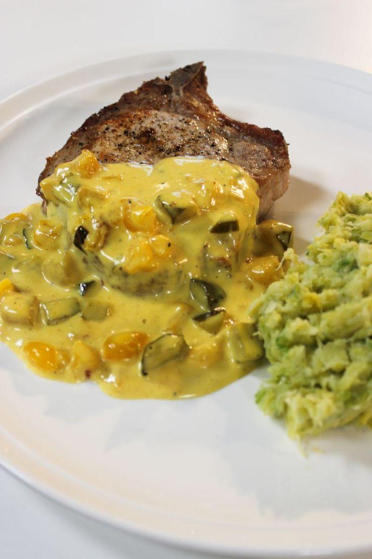 """Het lekkerste recept voor """"Varkenskotelet met spruitjesstoemp en picklessaus"""" vind je bij njam! Ontdek nu meer dan duizenden smakelijke njam!-recepten voor alledaags kookplezier!"""
