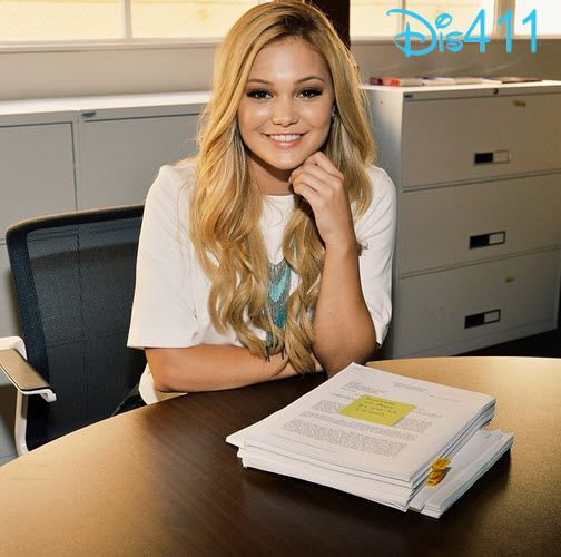Photo: Olivia Holt Shared Her Excitement About Signing With Hollywood Records October 7, 2014