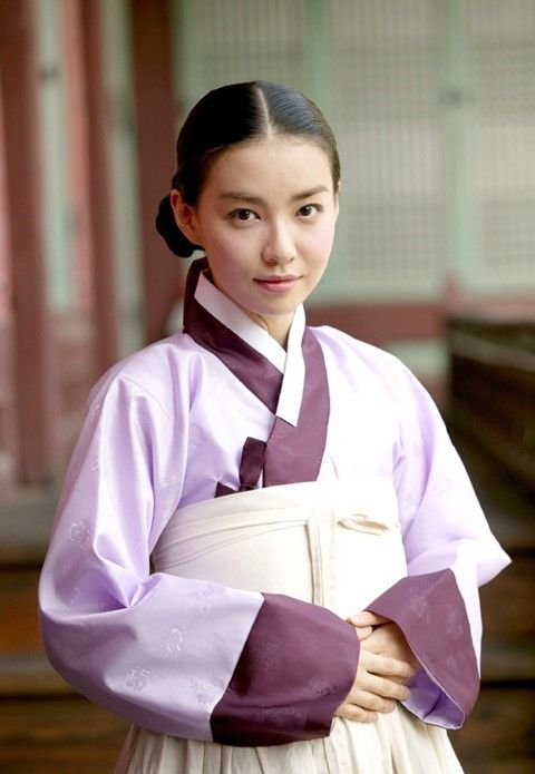 The King's Lady (Hangul: 왕의 여자; RR: Wang-ui Yeoja) is a 2003 South Korean television series starring Park Sun-young, Jii Seong. It aired on SBS. Gwanghae, the child of a concubine, becomes the crown prince of Joseon. Court lady Kim Gaeshi helped him to asend the throne. He loved her. 김개시 박선영
