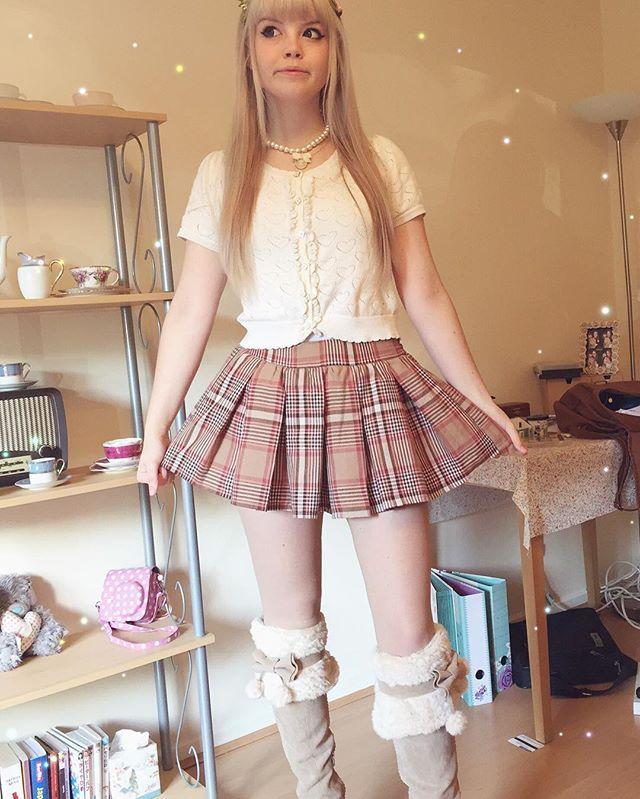 I can never completely fit into the frame But I'm wearing my new winter boots out for the first time today and I love them So snug and warm for cold days!✨ ~ ~ ~ { #lizlisa#himekaji#ootd#jfashion#gaijingyaru#gyaru#bobon21#ankrouge#shibuya109#vintage#girly#floral#himegyaru#princess#cutefashion#gyarustyle#gyarufashion#リズリサ#ファッション#カワイイ#ギャル }