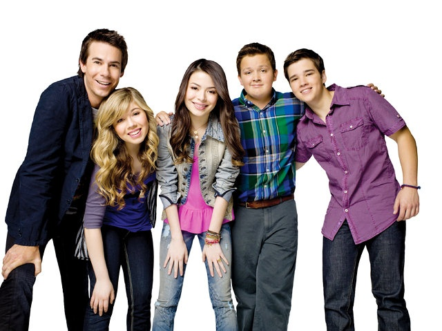 iCarly: a hil-AR-I-ous show I say my sister dragged me into . . . but am now secretly addicted.
